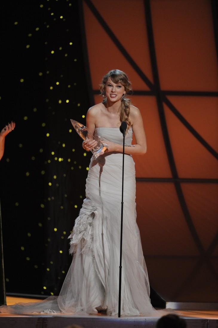 Taylor Swift CMA Award Win - CountryMusicRocks.net