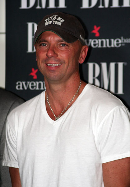 Kenny-Chesney-7-CountryMusicRocks.net