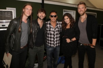 Photo L to R: Jason Gambill (guitar, Lady Antebellum), Dave Haywood, Bruce Springsteen, Hillary Scott and Charles Kelley Photo Credit: Adam Boatman
