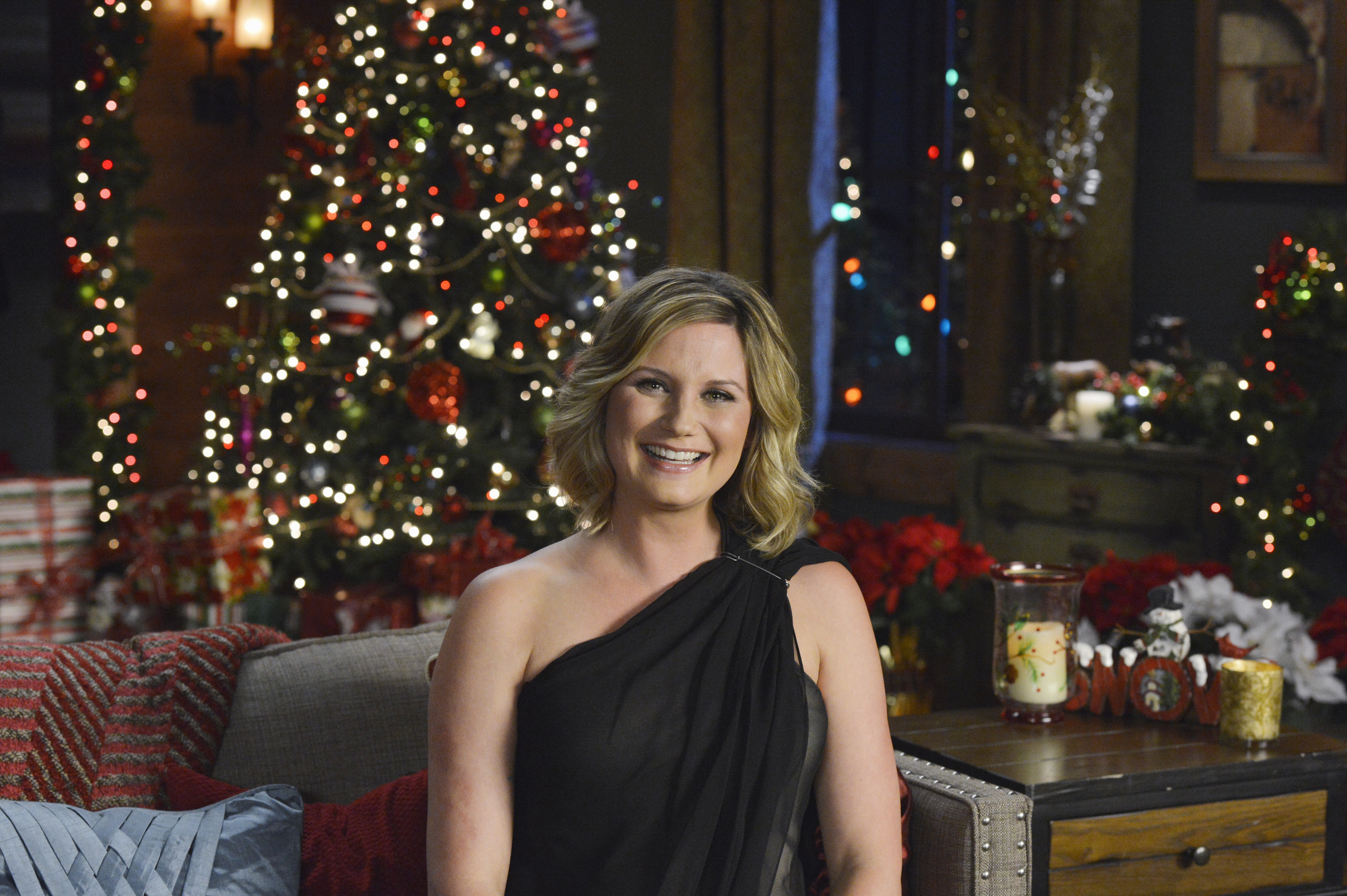 Jennifer Nettles To Host CMA Country Christmas | Country Music Rocks
