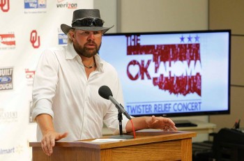 Toby Keith Oklahoma Twister Relief Concert Photo Credit Rick Diamond Getty Images - CountryMusicRocks.net