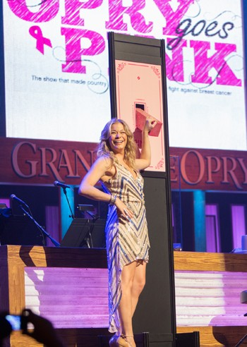 LeAnn Rimes Opry Goes Pink Switch - CountryMusicRocks.net