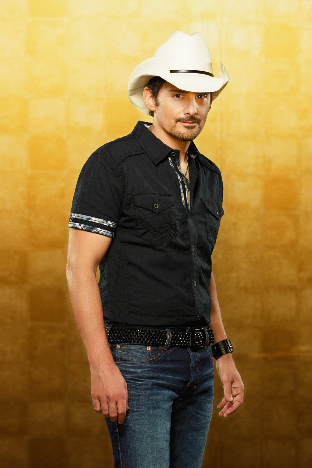 Brad Paisley Teams Wit...