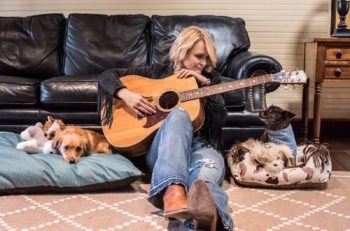 Miranda Lambert Muttnation Petmart Photo By Jamie Wright