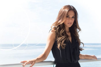 Jana Kramer Little Black Dress Wines
