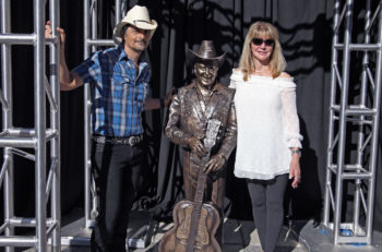 Brad Paisley Little Jimmy Dickens Statue Ryman Auditorium