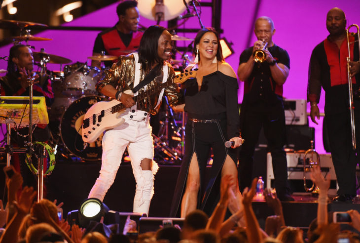 CMT Crossroads Earth Wind & Fire with Sara Evans