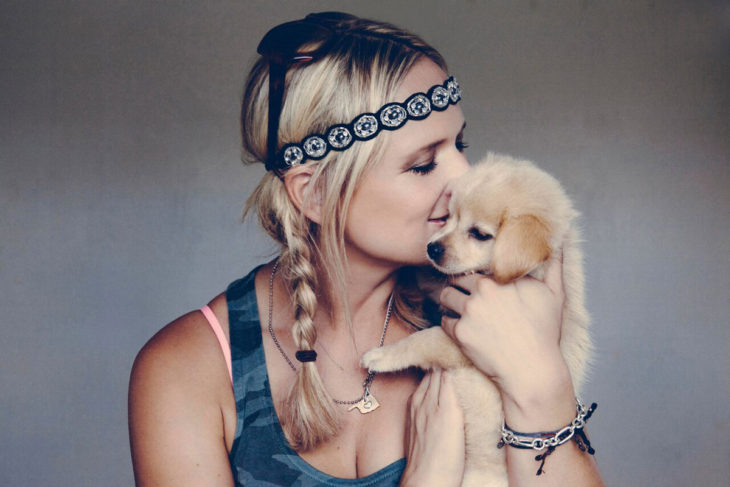 Miranda Lambert with dog Bellamy